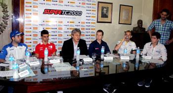 La Fórmula Renault 2.0 se presentó en Mendoza